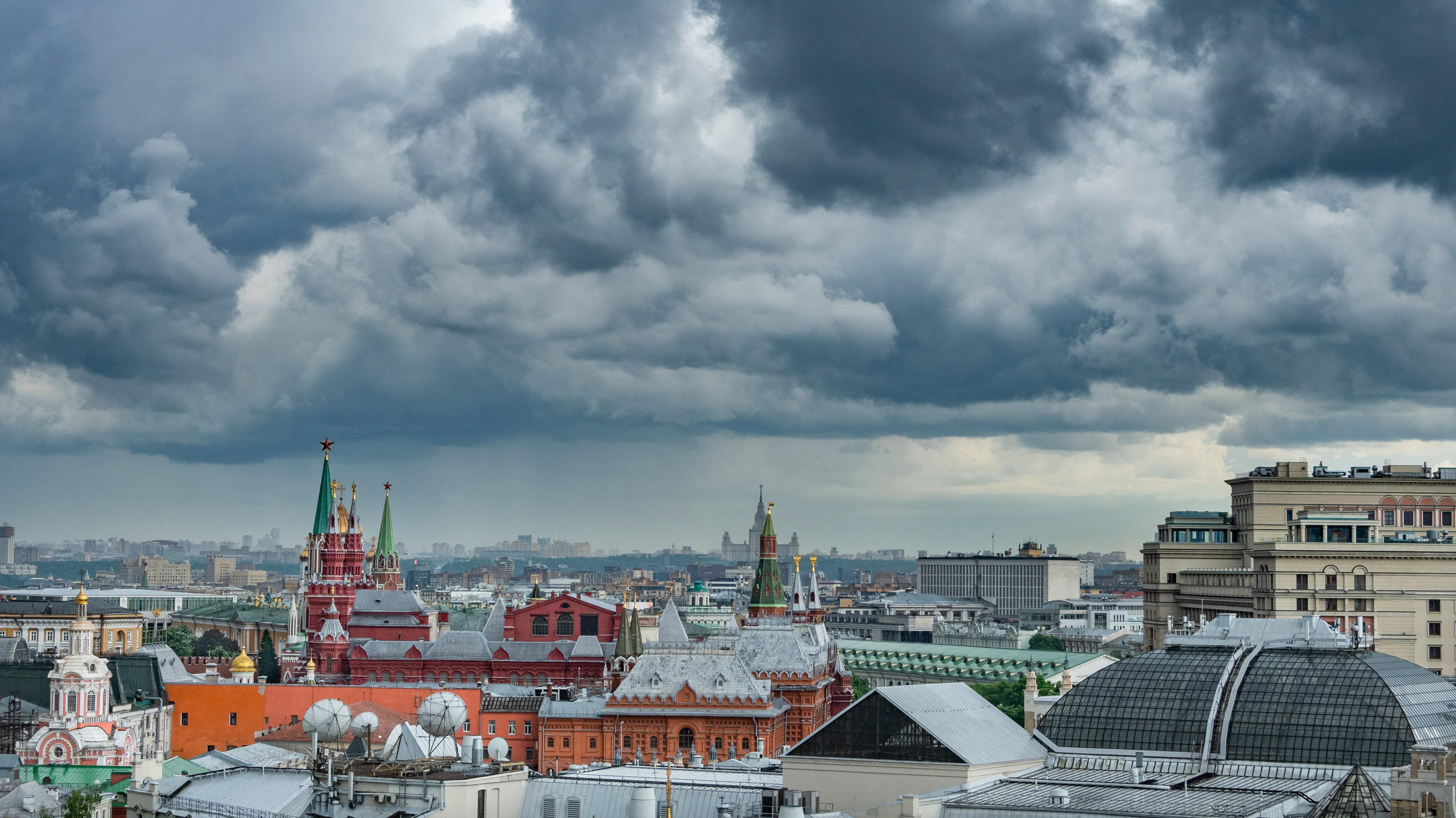 В МЧС предупредили москвичей о грозовых дождях с градом