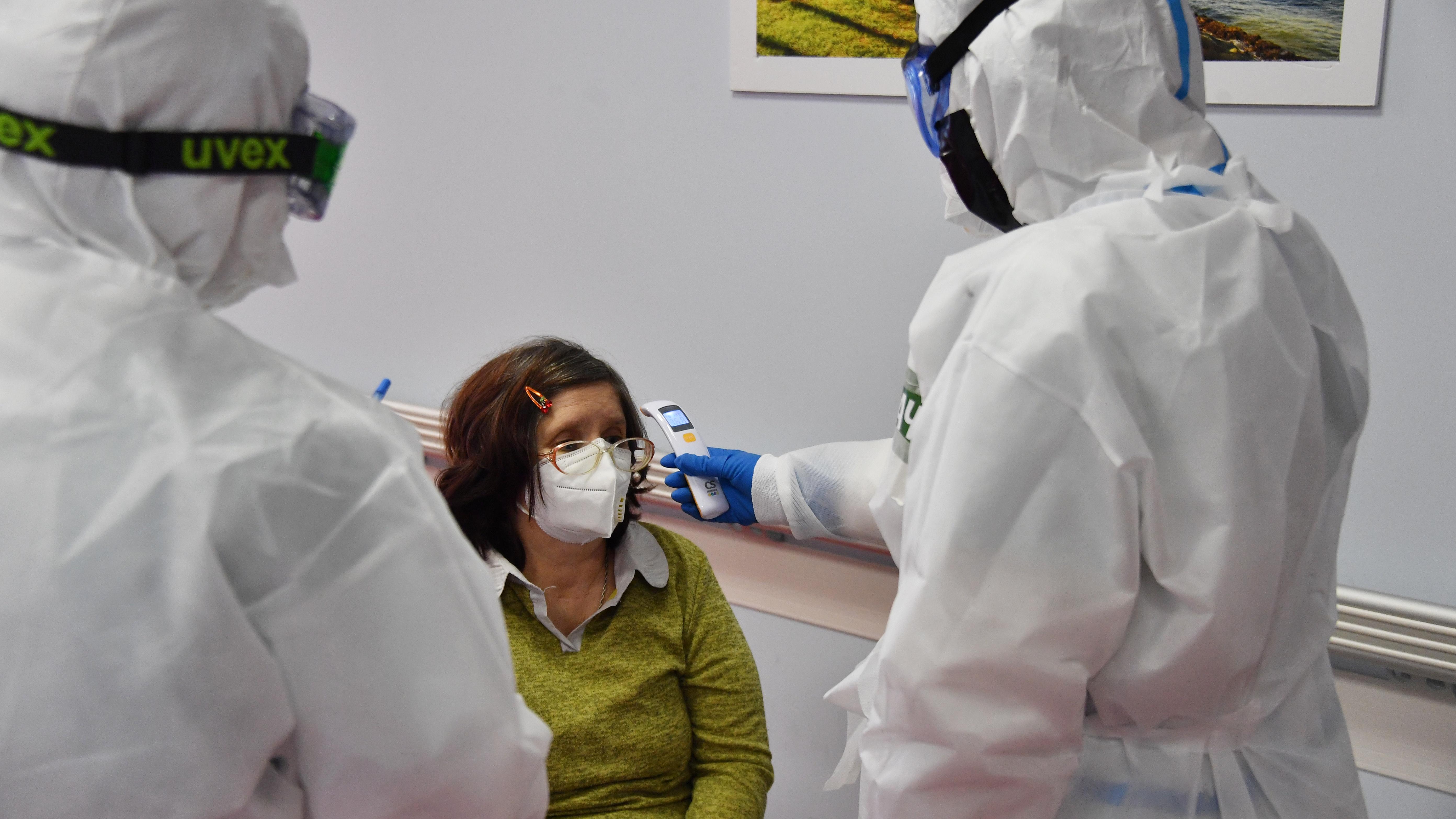За борьбу с коронавирусом пяти российским врачам присвоено звание Героя Труда