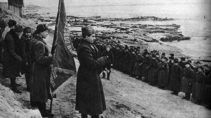 Вручение гвардейского знаменитого 39-й Гвардейской стрелковой дивизии. Сталинград. Январь 1943 г<figcaption class=