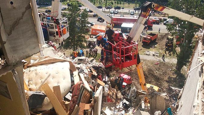 В Киеве обнаружили четвертого погибшего под завалами дома, где прогремел взрыв