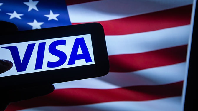 США приостановят выдачу ряда виз и продлят ограничения по грин-карте