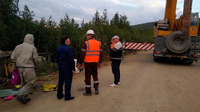 Серная кислота разлилась после ДТП с грузовиком вблизи Красноярска