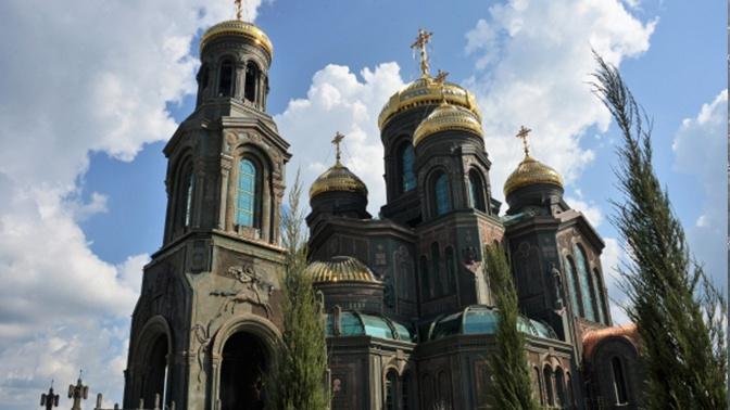 «Это прекрасный собор»: иностранные журналисты посетили Главный храм ВС РФ