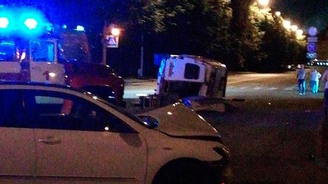 Скорая помощь перевернулась в Кемерово, столкнувшись с иномаркой:  четыре человека пострадали