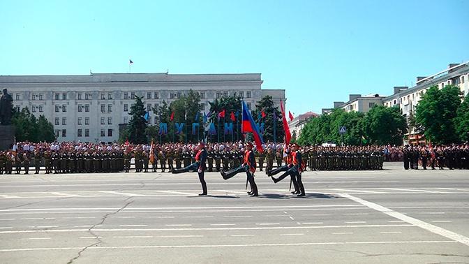 В Луганске прошел Парад Победы