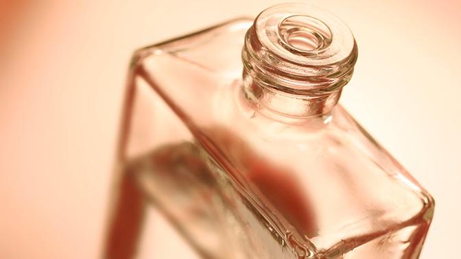 Древесные, смолистые и ванильные: парфюмер назвала удушающие ароматы для лета