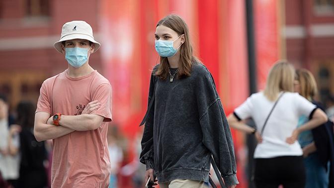 Врач объяснил, кому особенно полезно носить маску