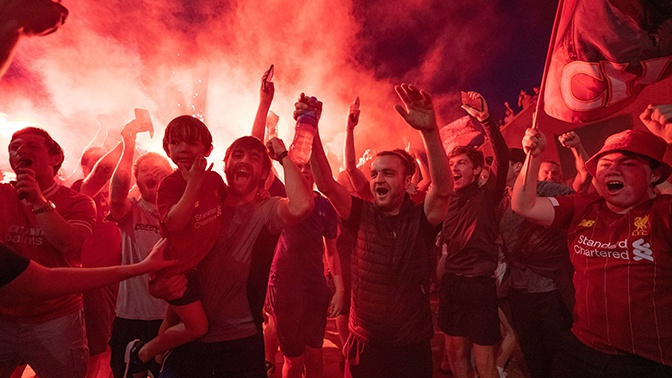 Большой праздник в городе «Битлз»: как болельщики «Ливерпуля» отметили чемпионство