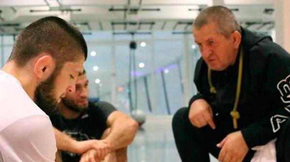 Обеспокоил поклонников: Нурмагомедов опубликовал снимок с отцом