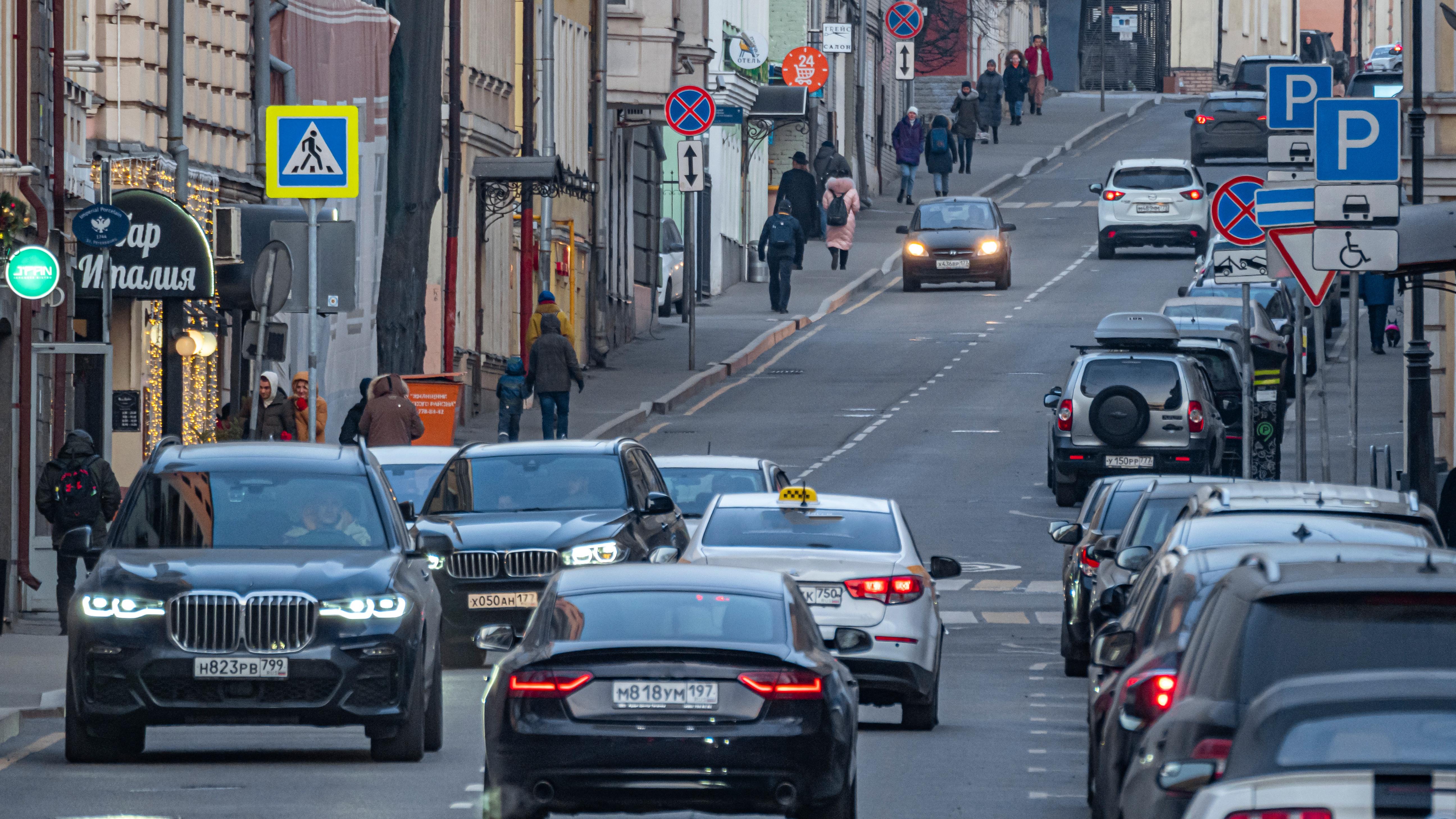 Штрафы за неоплаченную парковку временно отменили в Москве