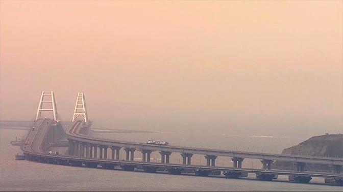 Стальная нить: стартует движение грузовых поездов по Крымскому мосту