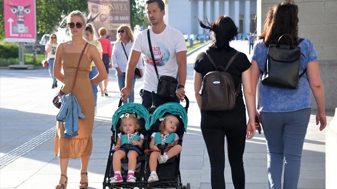 Семьи с детьми начнут получать вторую выплату с 1 июля