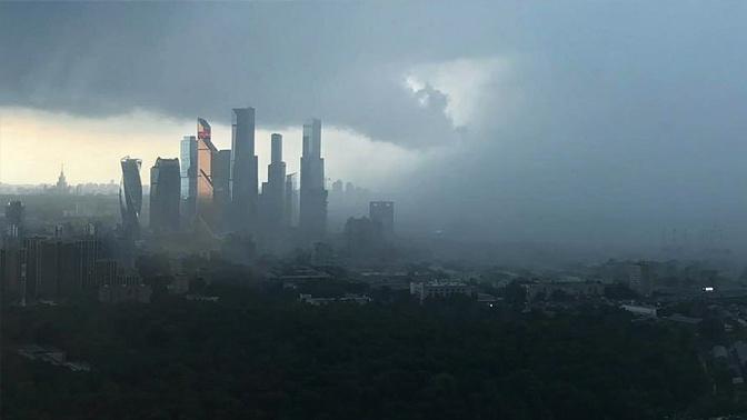 Грядет гроза: в Москве объявлен «желтый» уровень опасности