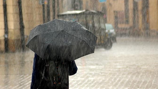 В МЧС предупредили о надвигающемся ливне и граде в Москве и области