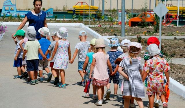 Малообеспеченные семьи предложили освободить от платы за детский сад