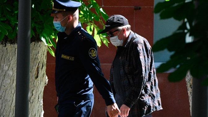 «Подавленный и расстроенный»: адвокат Ефремова рассказал о самочувствии актера
