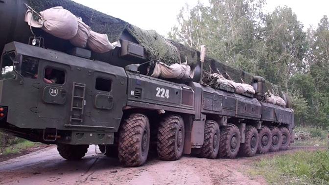 «Ярсы» преодолели «зараженный» участок: кадры патрулирования в Новосибирском ракетном соединении