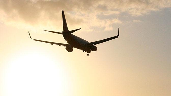 Самолет из Владивостока аварийно сел в аэропорту Южно-Сахалинска