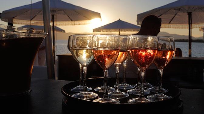 Нарколог рассказал о вреде и опасности алкоголя в жару