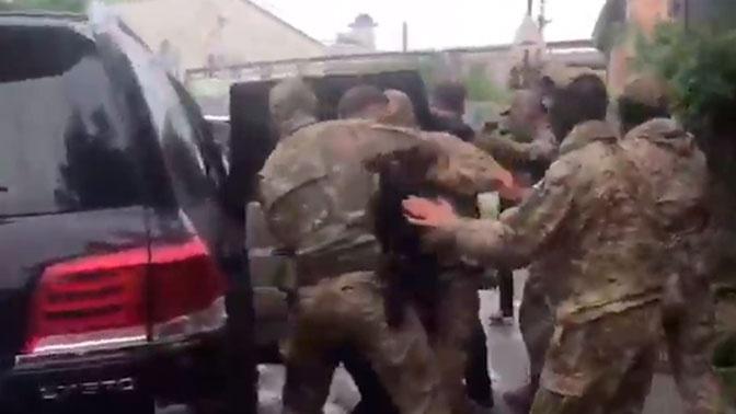 Опубликованы кадры задержания губернатора Хабаровского края