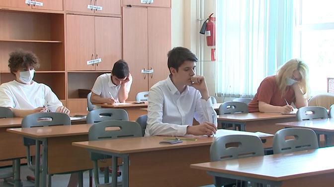 Почти 400 тысяч школьников сдают ЕГЭ по математике