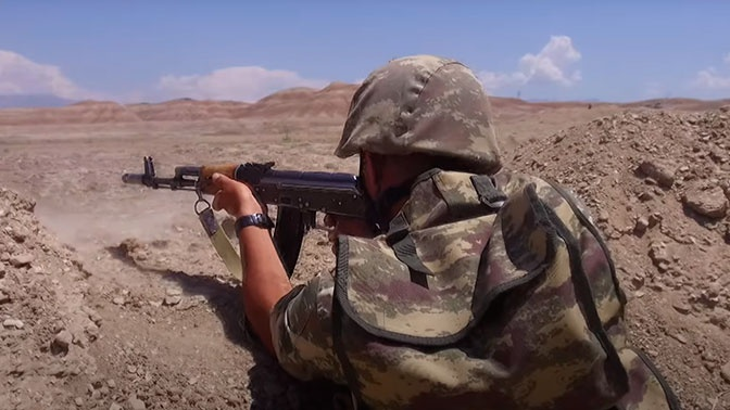 Армения и Азербайджан обвиняют друг друга в артиллерийских обстрелах на границе