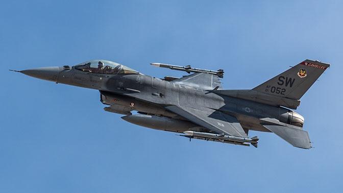 Истребитель ВВС США F-16 разбился в Нью-Мексико
