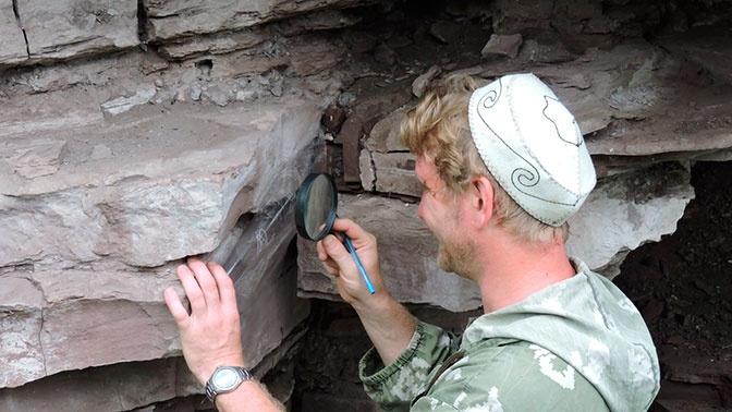 Археологи обнаружили неизвестные наскальные изображения в Красноярском крае