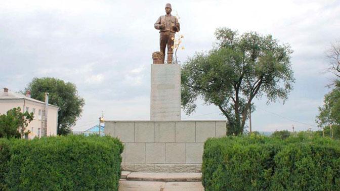 Памятник Ленину на Украине превратили в болгарского колониста
