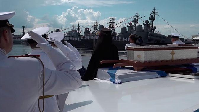 Морской крестный ход с мощами Феодора Ушакова прошел в Кронштадте