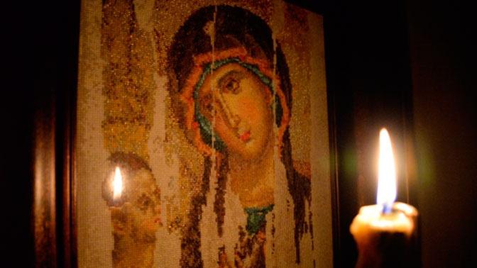 Православные христиане отмечают праздник в честь Казанской иконы Богородицы