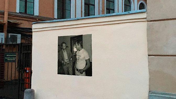«Пришел в гости»: Высоцкий составил компанию Бродскому в новом изображении на месте закрашенного