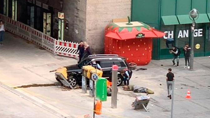В Берлине автомобиль въехал в толпу: есть пострадавшие