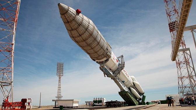 Ракету-носитель «Протон-М» доставили на стартовый комплекс Байконура