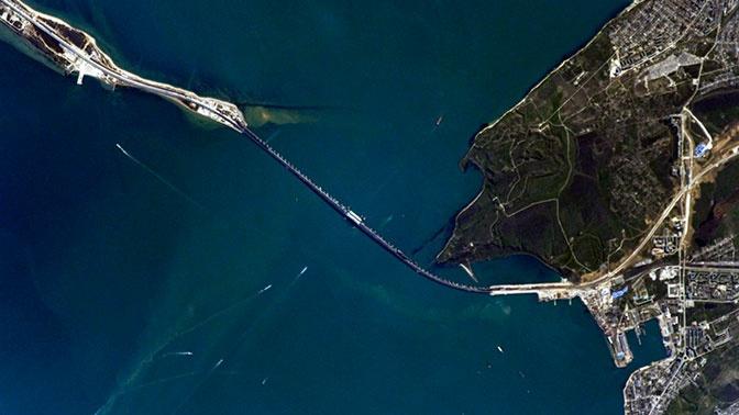 Затонувшую бронемашину поднимут из Керченского пролива после шторма