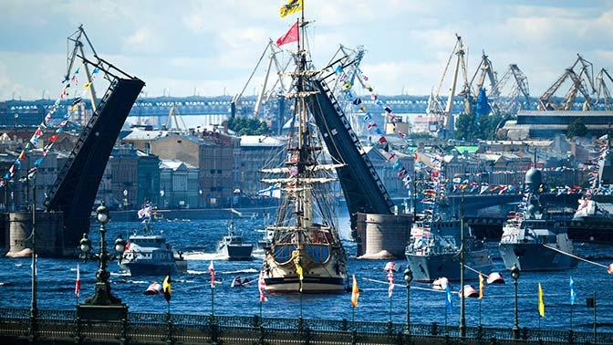 Новинки кораблей и легенды ВМФ: как прошел Главный Военно-морской парад в Петербурге