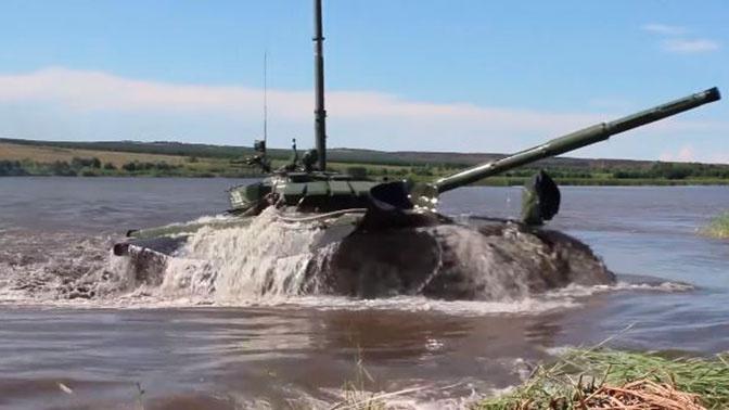 «Беспрецедентное смертельное оружие»: иностранные СМИ удивились прошедшему по дну реки российскому танку