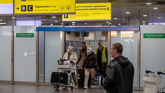 Прибывающих из-за рубежа россиян обязали заполнять анкеты на госуслугах