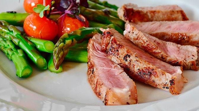 Диетолог сравнила пользу рыбы и мяса