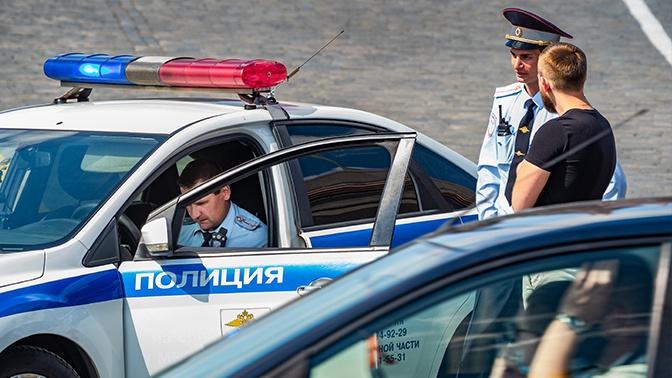 На юге Москвы автомобиль сбил женщину с ребенком
