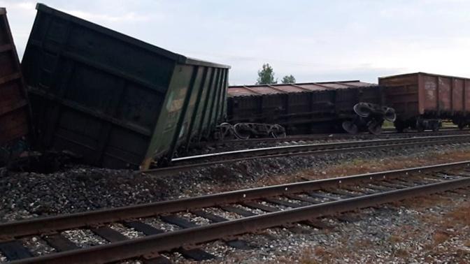 Одиннадцать вагонов с углем сошли с рельсов в Коми