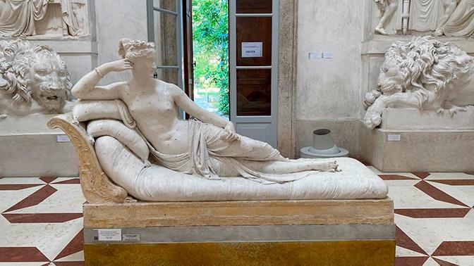 Скульптура сестры Наполеона лишилась пальцев из-за неудачного селфи