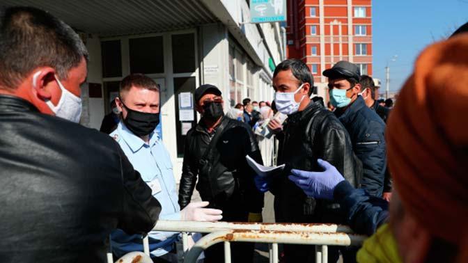 Медведев предложил ужесточить меры для получения мигрантами прав на работу