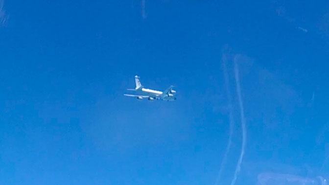 Истребитель Су-27 перехватил два самолета-разведчика США над Черным морем
