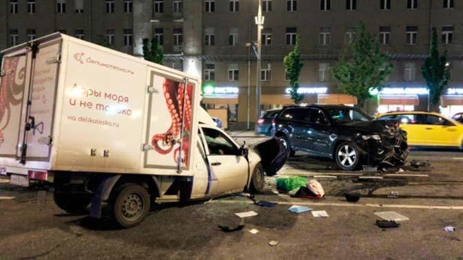 «От удара пикап перевернулся на крышу»: свидетель о ДТП с Ефремовым
