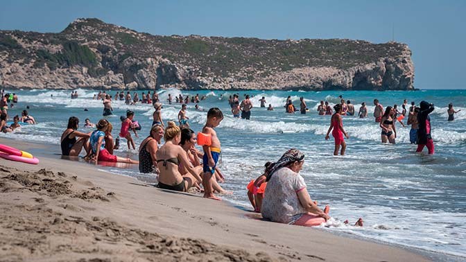 Минздрав Турции опроверг информацию о вспышке COVID-19 на курорта