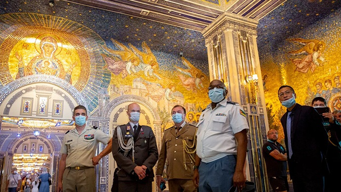 Приглашенные на форум «Армия-2020» военные дипломаты посетили Главный храм ВС РФ
