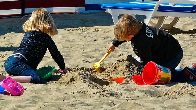 Расплата за загар: чем опасно солнце для детей