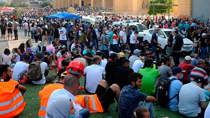 Демонстранты в Бейруте захватили здания двух министерств