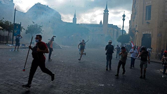 Армия вытеснила протестующих из зданий двух министерств в Бейруте